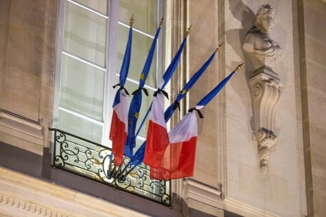 drapeau en berne état d'urgence nov15maxnewsworldthree655808