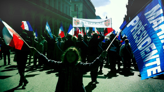 lors-du-defile-front-national-le-1er-mai-2012-image-d-archives-10692091apjtq_1713
