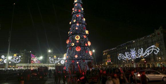 163746_3_9d97_un-arbre-de-no-l-mexico-city-mexique-le-22-d-cem_266bd67dfb7f2b30eef36ab89355c8f0