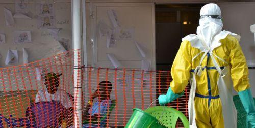 165400_3_45f3_un-centre-de-traitement-de-la-fi-vre-ebola-conak_efe3778bf16b8871e20ec65340cf1e56