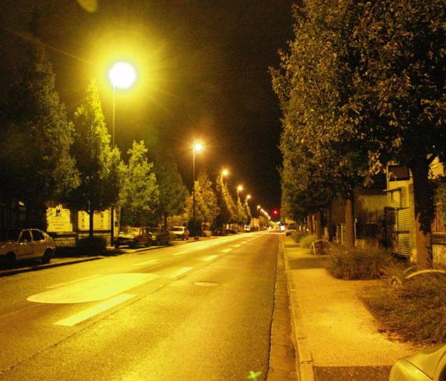 Est-il indispensable d'éclairer la ville toute la nuit ? La municipalité engage le débat avec les conseils de quartier. Un plan sera décidé d'ici l'été.