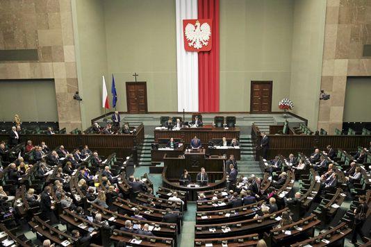 4841667_6_4ac1_le-parlement-polonais-en-session-le-22_b00e4d90c7058e28eb5133295f401efa