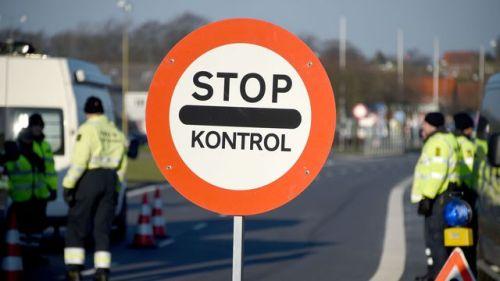 afrontièresla-police-danoise-a-erige-un-poste-de-controle-aux-frontieres-a-krusa-le-5-janvier-2015_5492880