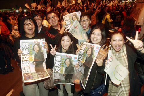 alemonde 024848636_6_9825_des-taiwanais-celebrent-l-election-de-tsai_5275d0120f059168ac5eb28a097e0a0b