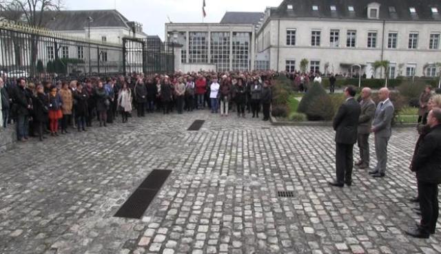 anrDIRECT-Apres-les-attentats-a-Paris-hommage-rendu-mardi-a-Marion-et-Anna-Petard-Loir-et-Cher_slider
