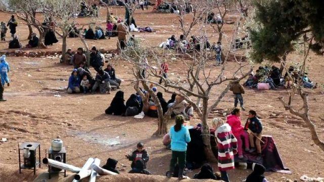 aSyriensdes-milliers-de-syriens-fuient-alep-vers-la-turquie_2477390