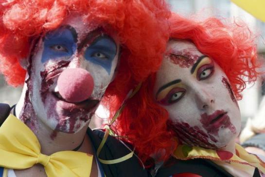 4219157_clowns-frederick-florin-afp2_545x460_autocrop