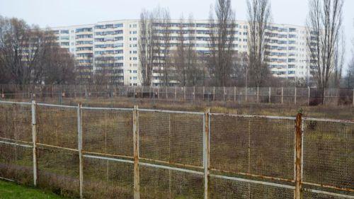 aberlindes-barres-d-immeubles-a-marzahn-hellersdorf-un-quartier-desherite-de-l-ancien-berlin-est-le-3-decembre-2014_5175503