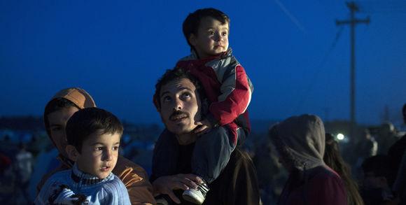alemonde réfugiés crise mondiale201706_3_8359_des-r-fugi-s-patientent-lors-d-une-distribution_65edca3f58e2a5eb2fcba9cf182238e2