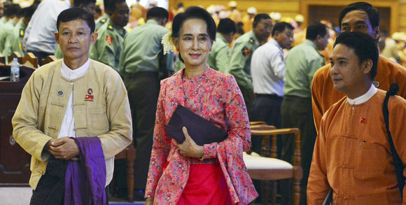 alemonde207058_3_def3_la-dirigeante-de-l-opposition-birmane-aung-san-s_6c3fbadd8f87bdc964a090d69ec2b575