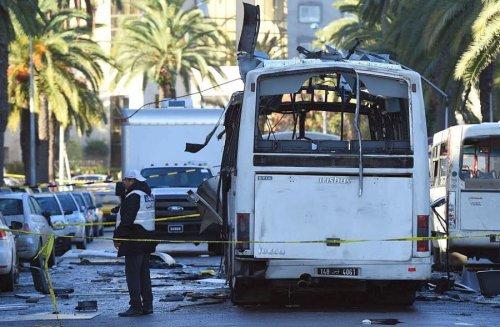 atunisiel-autobus-de-la-garde-presidentielle-a-probablement-ete-vise-par-un-attentat-suicide-photo-afp-1448449933
