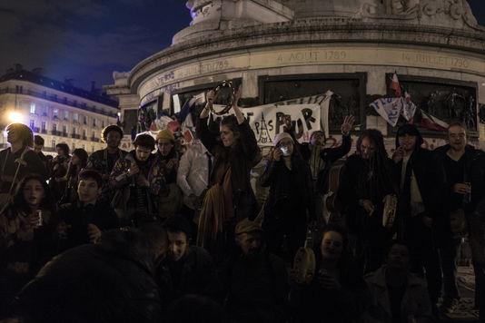 4897390_6_a4f2_des-manifestants-jouent-de-la-musique-et_6476625ca4e5ef92a3a3607e50b54851