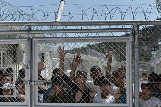 4906293_6_9428_des-refugies-sur-l-ile-grecque-de-lesbos-le_be24ae59addd3cce1c0aaf1279df940c