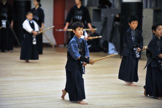 4911280_7_0de6_une-classe-de-kendo-a-osaka-au-japon_4355d23128fb93ca41560e5edcb85b7d