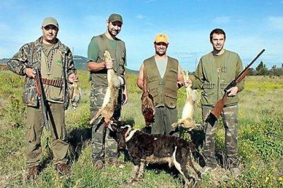 quelques-chasseurs-reunis-apres-la-chasse_257080_516x343