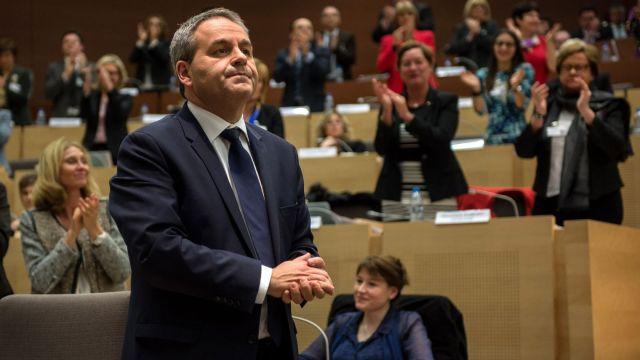 xavier-bertrand-apres-son-election-a-la-tete-de-la-region-nord-pas-de-calais-picardie-le-4-janvier-2016-a-lille_5512089