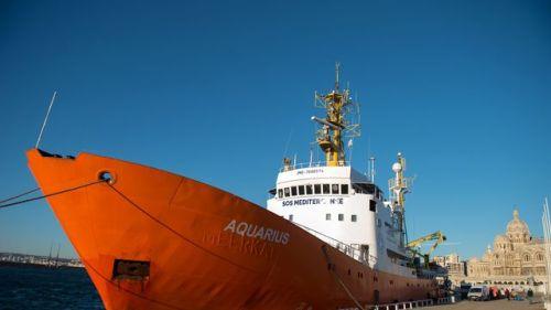 aquarius-un-navire-affrete-par-des-humanitaires-pour-aider-les-migrants-naufrages-le-19-fevrier-2016-a-marseille_5532811