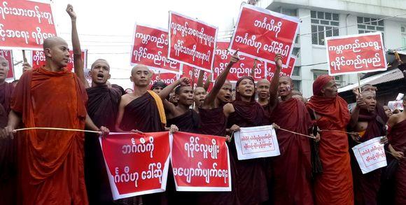 birmanie310384_3_51fc_des-moines-bouddhistes-participent-une-manifesta_a66d18120fcb8f4a09ce47032ec5559a