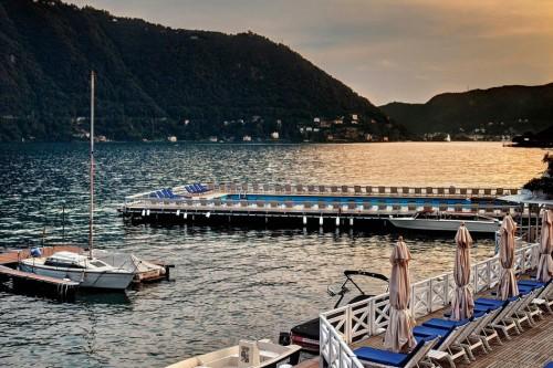 La-Villa-d-Este-Marina_and_the_floating_swimming_pool-1050x700