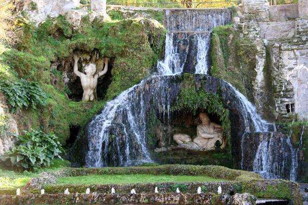 235-Tivoli--villa-d-Este--Fontana-del-Bicchierone