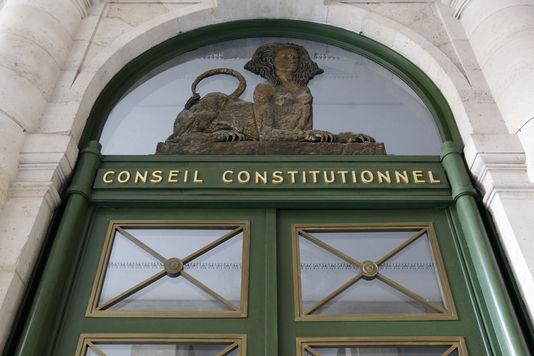 4862733_6_9994_le-fronton-du-conseil-constitutionnel_2723b2cc2e97e044944ffaf583e2c41c
