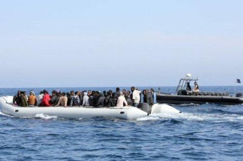 affluence-record-6-500-migrants-secourus-au-large-de-la-liby_800543_516x343