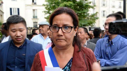 la-maire-d-aubervilliers-pcf-meriem-derkaoui-le-11-aout-2016-devant-sa-mairie_5652057