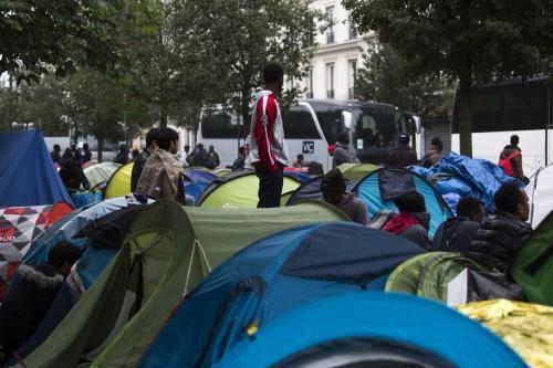 7783917748_un-camp-de-migrants-dans-le-xviiie-arrondissement-de-paris