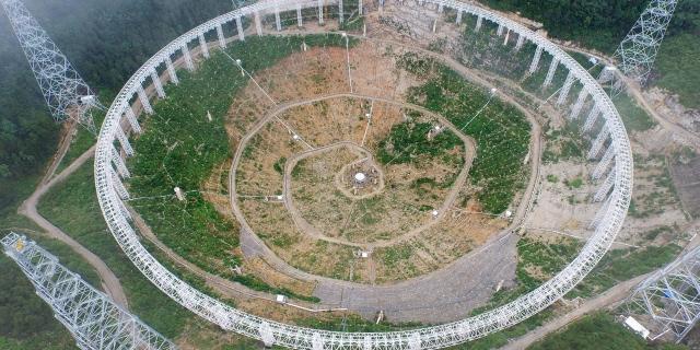 le-plus-grand-radiotelescope-du-monde-entre-en-service-en-chine