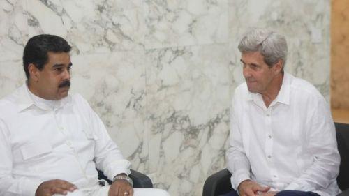 le-secretaire-d-etat-john-kerry-d-et-le-president-venezuelien-nicolas-maduro-lors-d-une-rencontre-le-26-septembre-2016-a-carthagene-en-colombie_5707653