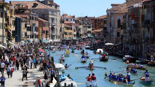 May 15, 2016 - Venice, Italy: Rowers in gondolas, canoes, kayaks and all other types of row boats take part in the 42nd Venice Vogalonga. The race started between friends on 'mascarete', St. Martin day of 1974. Fans of the Venetian rowing in those years were few, in a world that was increasingly motor driven. In addition to the racers, other friends were involved, including Lauro Bergamo, then editor of Il Gazzettino, Toni Rosa Salva, who was always active in the world of racing, and Joseph Rosa Salva, known for his commitment to the defense of Venice. It was thus that began the idea of holding a non-competitive rowing race, and to invite all the fans and all those who had 'laid the oars' too long to unite against the deterioration of the city and the waves and the restoration of the Venetian tradition. Thousands of tourists line the canals to watch the boats maneuver heavy traffic in the waterways. (Manuuel Silvestri/Polaris) © PHOTO NEWS / PICTURES NOT INCLUDED IN THE CONTRACTS *** local caption *** 05471688