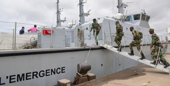 383729_3_fac6_des-soldats-ivoiriens-embarquent-bord-de-l-emerg_4839580935c60d3a26b2cdbe629caaeb
