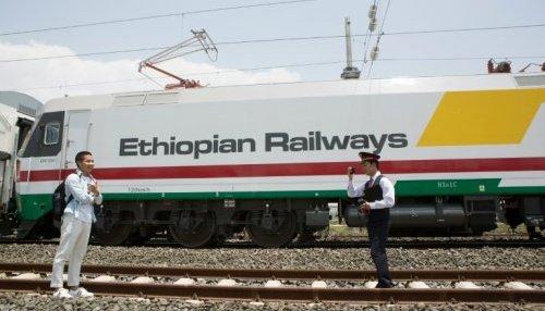 ethiopies-employes-de-la-nouvelle-ligne-ferroviaire-reliant-addis_1086882_500x286