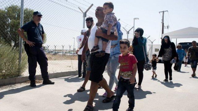 migrants-ds-000_nic6482937