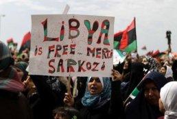80052_remerciement-a-nicolas-sarkozy-lors-d-une-manifestation-de-libyens-le-18-mars-2011-a-benghazi