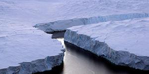 banquise5047469_3_fd13_this-file-picture-shows-an-enormous-iceberg-r_b949d91f4da9259ae16b7d80ead3c20a