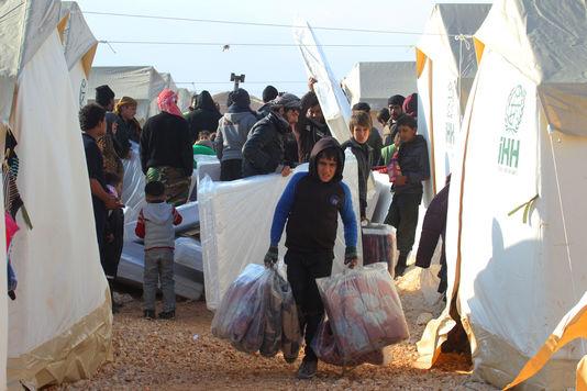 le-monde-syriens-evacues-d-alep-dans-le-camp-de_6c3b48a3da642a407b4923dfe4dfa470