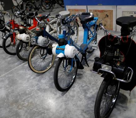 Vintage Solex bikes are pictured in the Easybike plant where Solex bikes are manufactured, on January 12, 2017 in Saint-L�, northwestern France. The Easybike electric bike company (VAS) on January 12, 2017 relaunched the Solex bikes in Saint-L� (Manche), hoping to revive the mythical brand, the company announced. / AFP PHOTO / CHARLY TRIBALLEAU