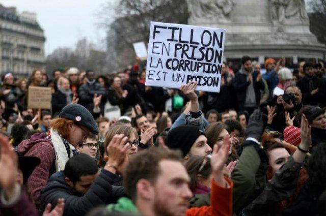 corruption-poisonb2_36b_740ef731657eed445c22282f39__000_lu737-highdef