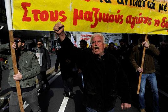 le-monde-grece2_manifestation-contre-l-austerite-a_6ee8ffa91d6cc2e8439d1d41abc61ff4