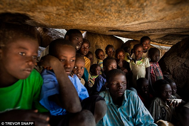 le-monde-nubang_many_nuba_have_found_shelter_in_the_caves_in_the_mountain-a-7_1426673339574