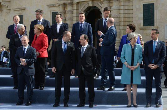 le-monde_les-dirigeants-europeens-lors-d-un-sommet_371c17a357acd66821e6fe3a334e24ea