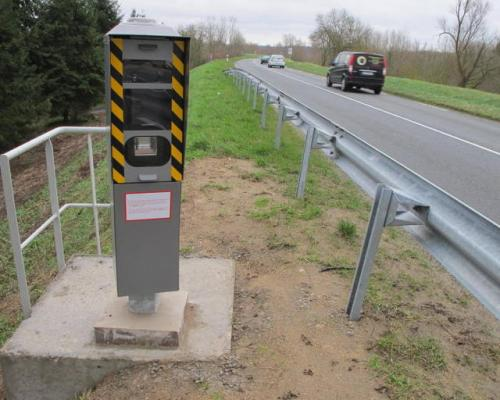 Radar installé près de Veuves, sur la D 952, en direction de Tours.