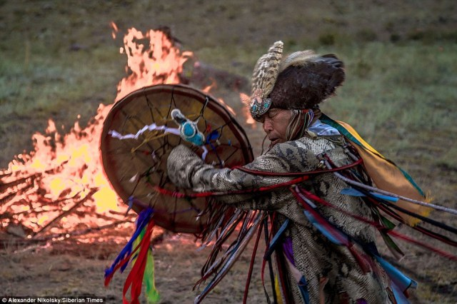 Spiritualité - Aux sources du chamanisme mongol 1410419306820_wps_1_shamans_siberia_4_must_cr